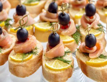 Nechajte nás pripraviť catering, ktorý vám ponúkneme pre akýkoľkvek typ eventu, podľa najšpecifickejších požiadavok. Môžte si vybrať z ponuky VIP, private, office, bar alebo outdoor catering.