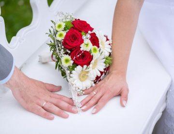 Neexistuje jednotný model svadby, každý pár je iný a jedinečný so svojou predstavou o dokonalom dni. Sme tu pre Vás, aby sme Váš deň pripravili presne tak, ako ste si ho vysnívali. Napíšte nám alebo zavolajte.