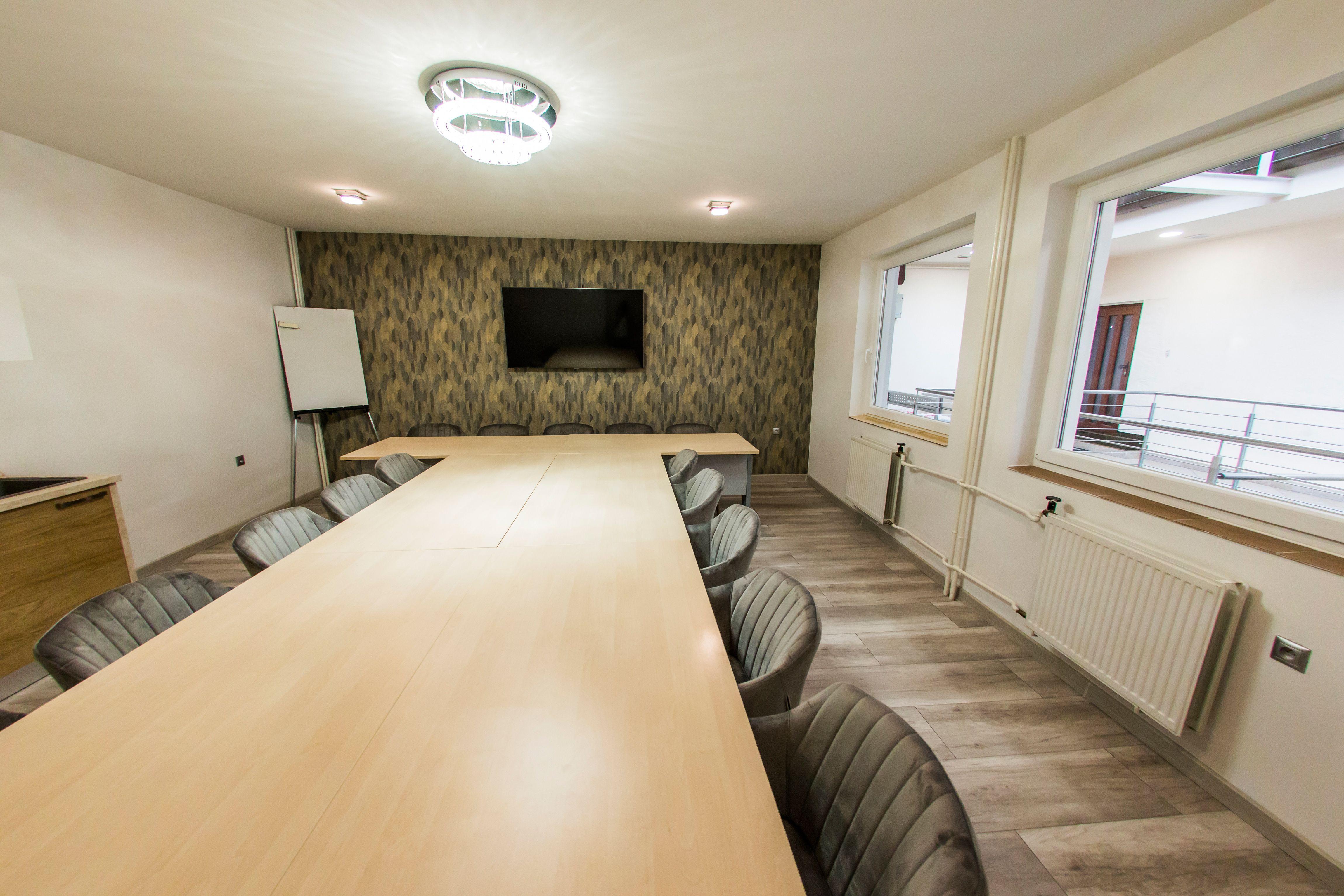 Naša konferenčná miestnosť je vhodná na organizovanie malých podujatí a konferencií.